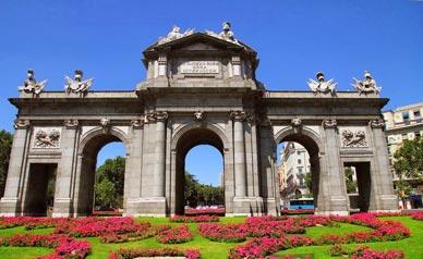 Puerta de Alcalá el monumento más representativos de Madrid